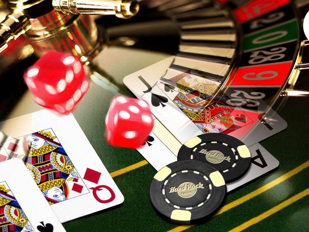 Why one should be careful while playing online   poker?